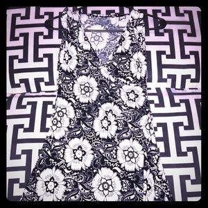 Dresses & Skirts - Silky Black & White Floral Dress